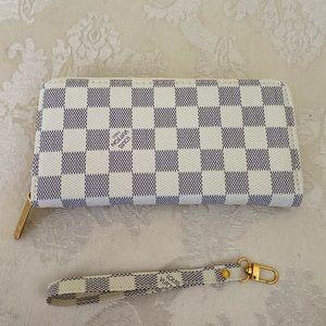 NEW single zippy wallet ❤️